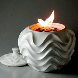 Ruffle Patio Torch / White Linen w Fuel